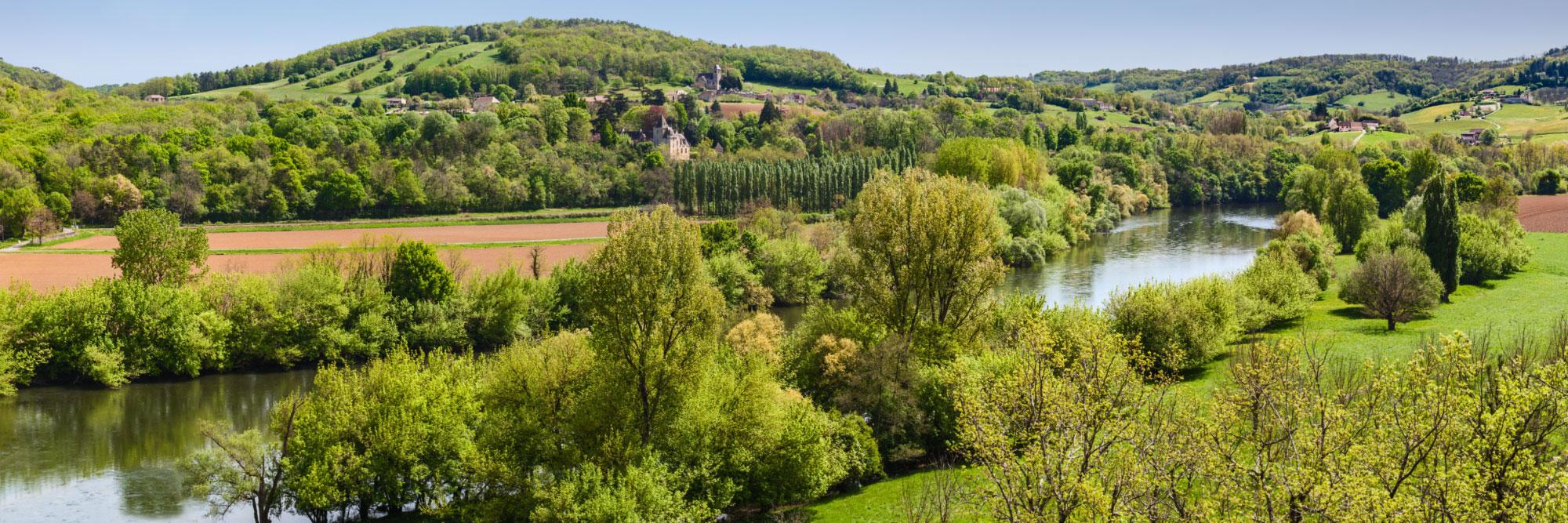 11-14844-france-dordogne-la-dordogne-le-chateau-de-betou-l-eglise-et-le-village-de-marnac-le-chateau-de-mirabel-depuis-mouzens
